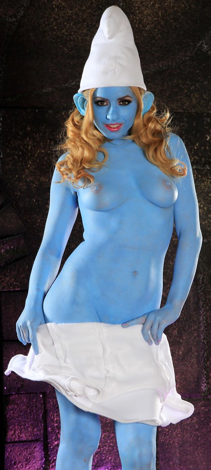 Lexi Belle flaunts big blue tits while dressed in smurf costume